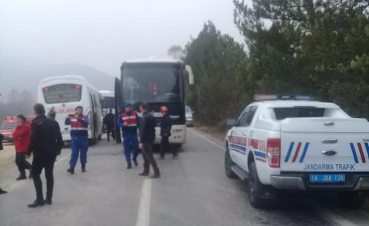 Öğrencileri Taşıyan 3 Otobüs Bolu Yolunda Kaza Yaptı