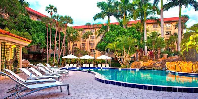 Allow the sun-kissed shores of South Florida to sway you into a sophisticated stay at Renaissance Boca Raton Hotel.