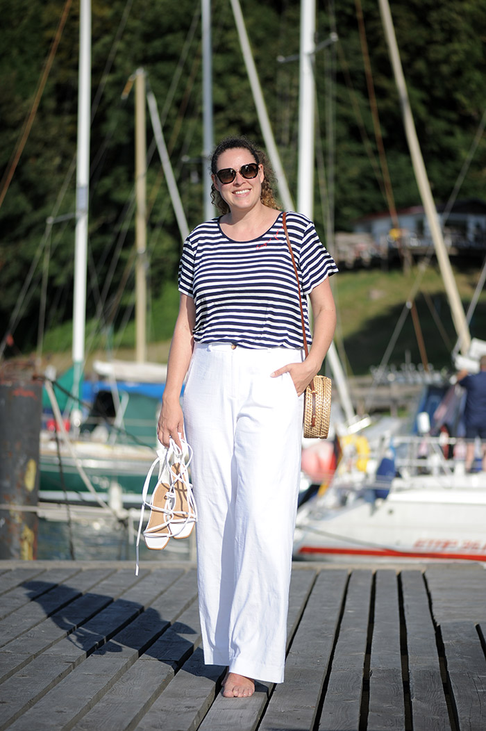 https://seaofteal.blogspot.com/2018/10/sail-away-burda-style-7362.html