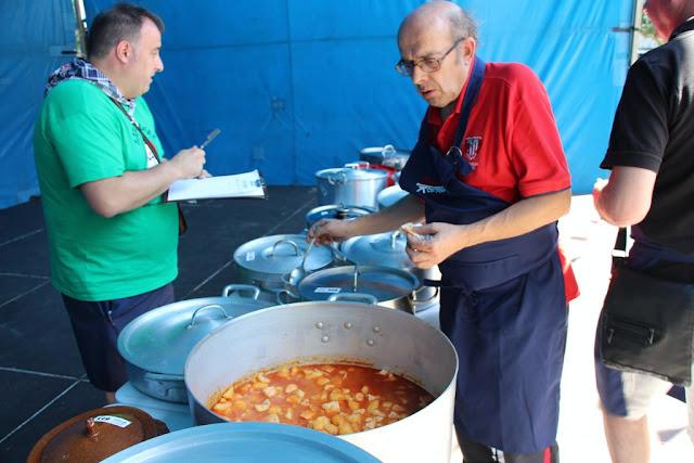 concurso de marmitako en las fiestas de Retuerto