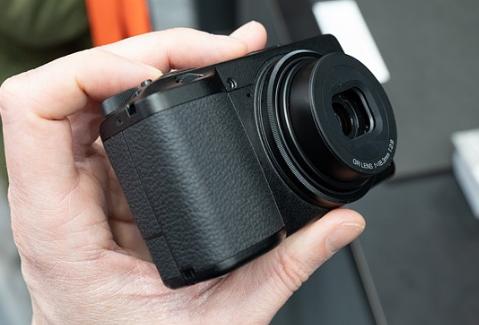 Kelebihan Kamera Ricoh GR III Dibandingkan Seri Lain