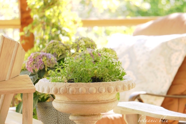 flowers-french-style-urn