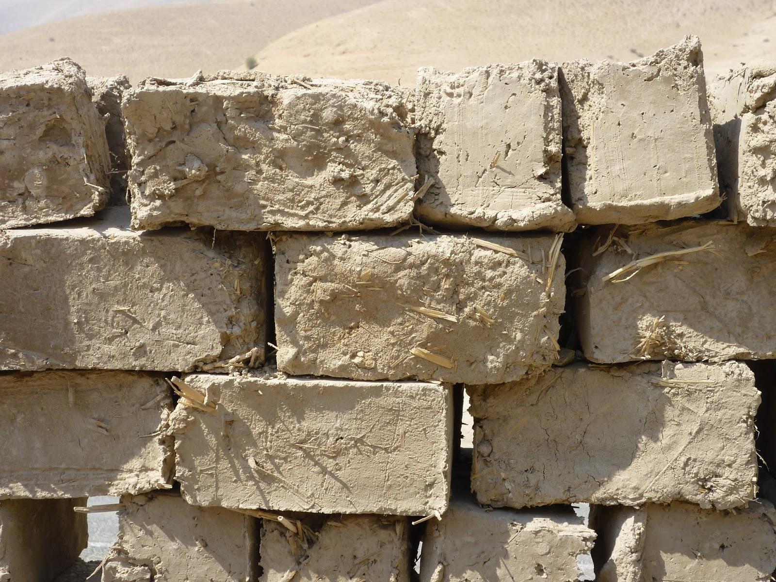 Un vaso pieno di parole e immagini i sumeri invenzione e for Case in stucco e mattoni