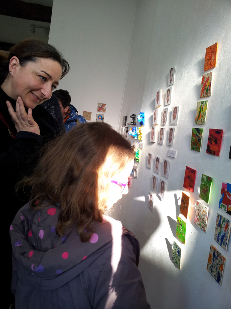 rue des arts carla bayle cit d 39 art vernissage des cent centim tres carr s scolaire 12. Black Bedroom Furniture Sets. Home Design Ideas