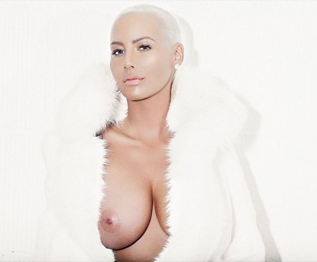 Amber Rose en topless