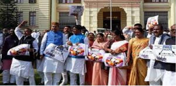 Bihar-vidhansabha-me-vipaksh-ka-hungama-karyvaahi-2-baje-tak-esthagit