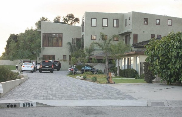 Picture of Rihanna house as seen from the street
