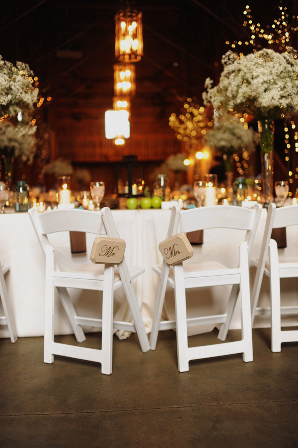 barn+wedding+rustic+horse+cowboy+cowgirl+babys+breath+centerpieces+bouquets+floral+arrangement+blue+baby+powder+burlap+woodland+organic+brown+barnhouse+groom+bridal+lace+bride+something+blue+Melissa+McCrotty+Photography+18 - Baby's Breath in the Barn