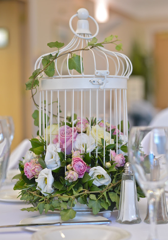 Bird Cage Centerpiece Purple Wedding Wedding Flowers Wedding Table Centerpieces Wedding Decorations Wedding Table Centres Purple Table Decorations Wedding Ideas Centrepieces Forward mi favorita:3 CHICAS esta quierooo.