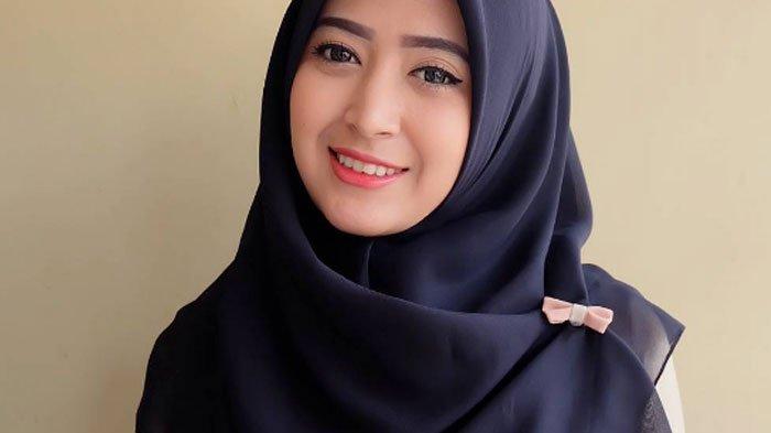 Inspirasi dengan Hijab Cantik - Hijab cantik| Wanita cantik hijab ...
