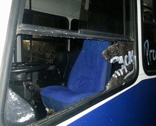"""Atacaron varias unidades de trasporte que se dirigían hacia la """"Toma de Caracas"""""""