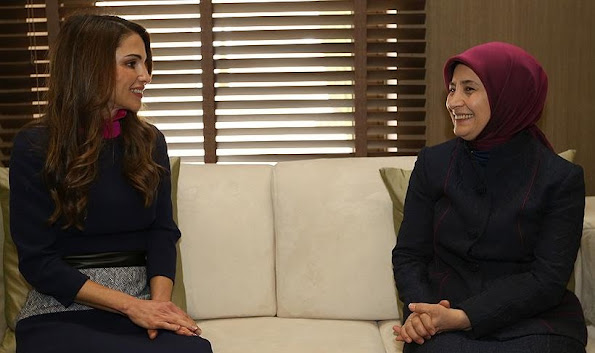 Queen Rania of Jordan met with the wife of Turkish Prime Minister, Mrs. Sare Davutoglu at the Royal Palace
