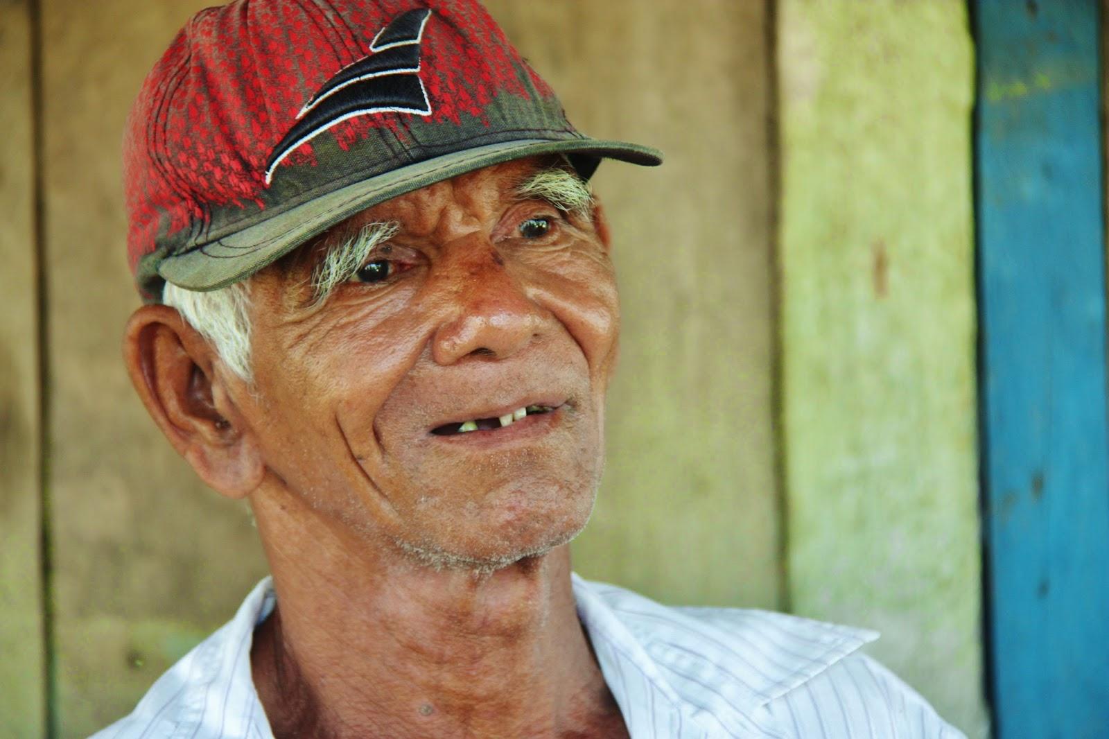 Nativo da Amazônia e nosso anfitrião em Caburini