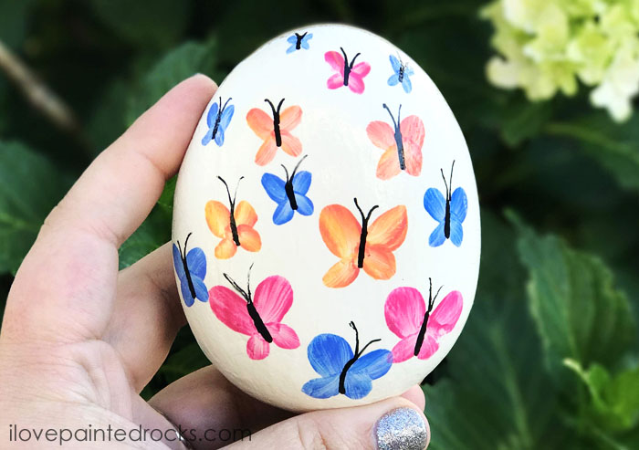 Watercolor butterfly rock painting ideas. I love this for garden art. This same technique would look great on stepping stones, too. #rockpainting #PaintedRockIdeas #paintedrocks #paintrock #paintedstone #rockart #stoneart #paintedstoneideas #ilovepaintedrocks #crafts #rockcrafts