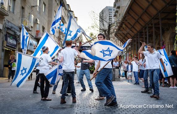 Israelíes celebrando 70 años de independencia