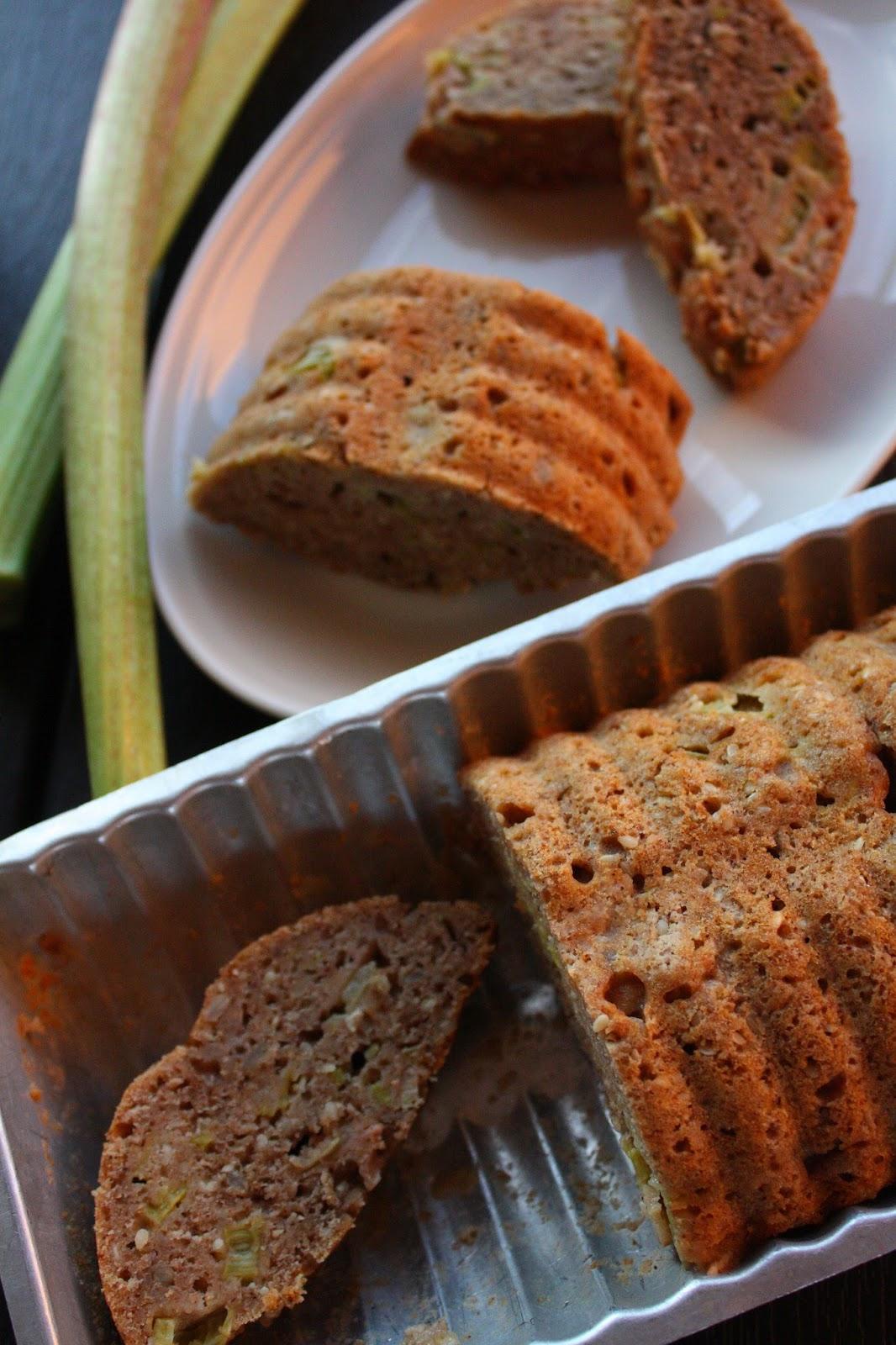 raparperileipä raparperi leipä kakku kuivakakku leivonta resepti