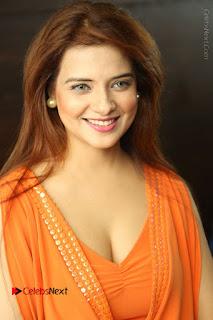 Actress Saloni Aswani Pos in Short Dress at Meelo Evaru Koteeswarudu Movie Interview  0012.JPG