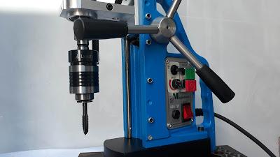 Đầu cặp mũi ta rô L0620JT6 gắn trên máy khoan từ MDT55