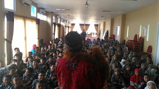 Kak Tony #pendongeng Sahabat dongeng aksi di SDI ICM
