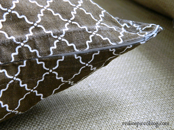 DIY Easy No-Sew Zippered Pillow Cover
