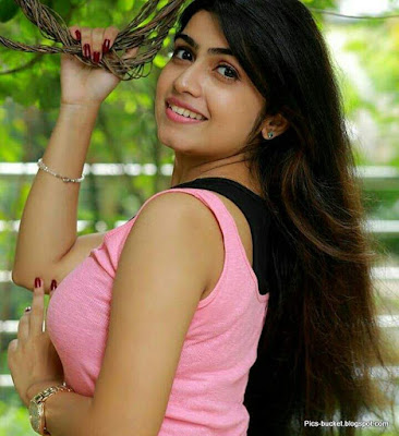 Beautiful Malayalam Actress Hot Photos and Wallpapers