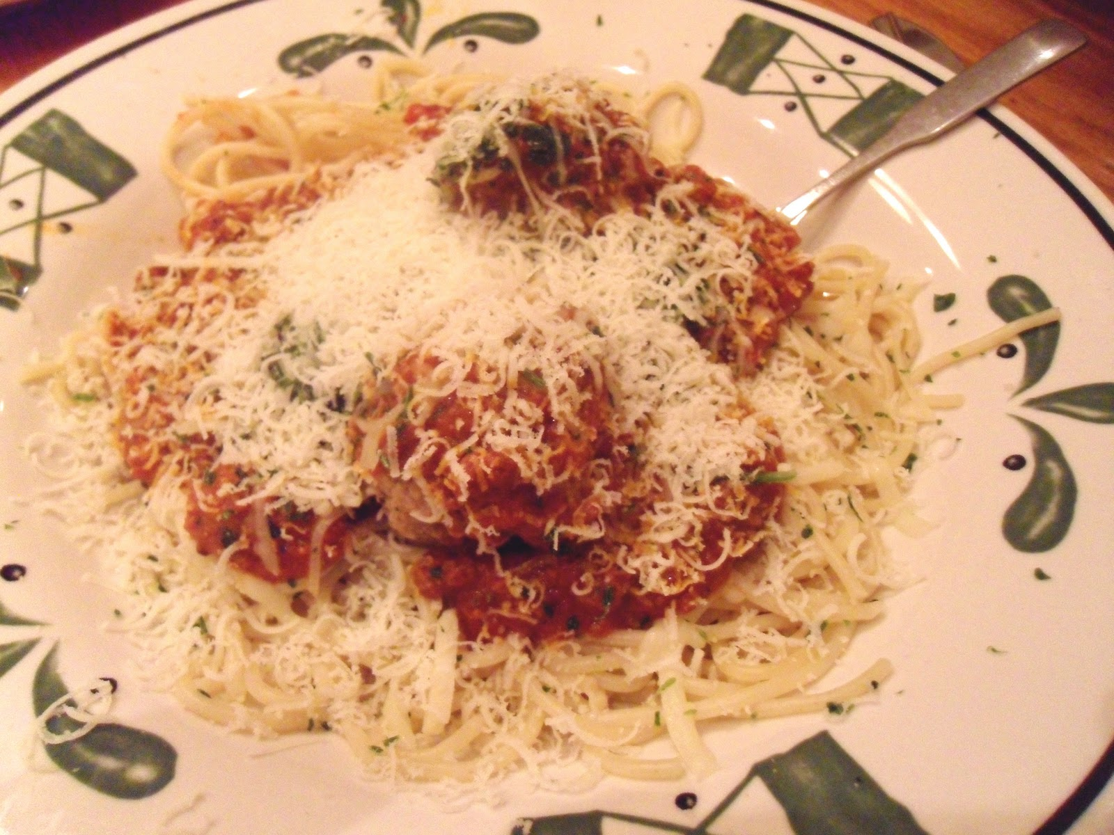 Thrifty and frugal living olive garden never ending pasta - Olive garden spaghetti and meatballs ...