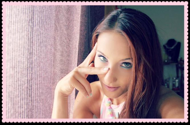 pastelno plavo roze zuto lila nokti i sminka