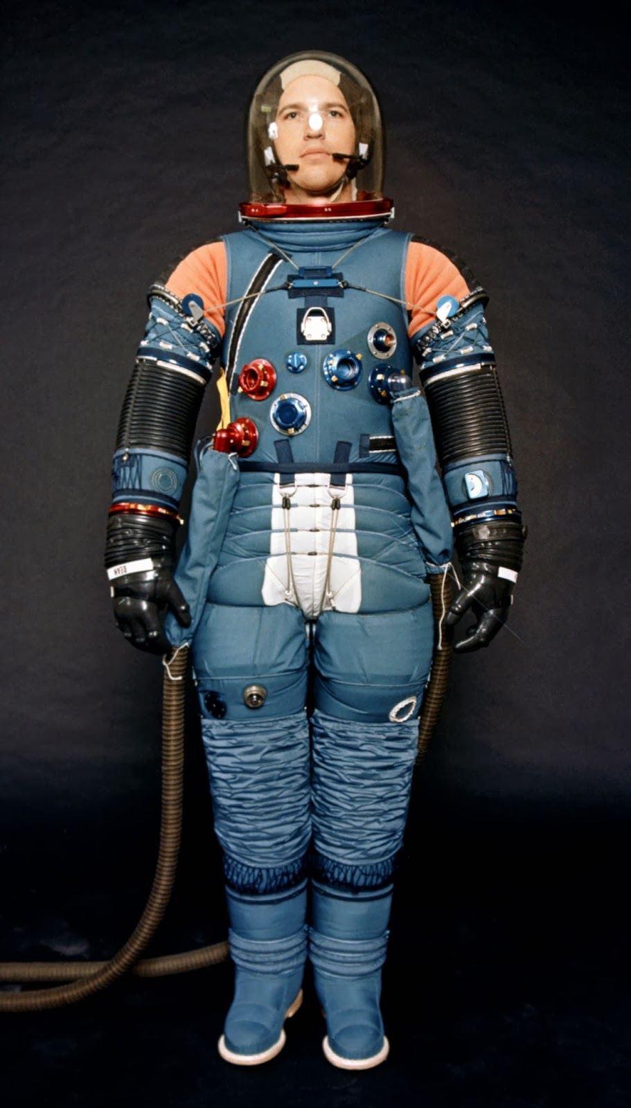weight of apollo space suit - photo #3