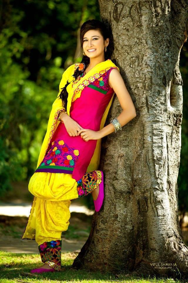 Punjabi Suit Girls 2 - Most Beautiful Punjabi Girls-8873