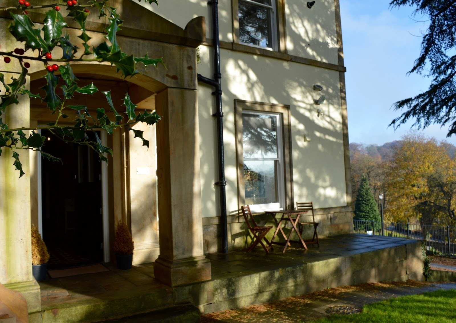 We review One Frenchgate House - A Luxury Serviced 4 Bedroom Apartment in Richmond, North Yorkshire. Available to rent for holidays and short breaks. - entrance hall and view
