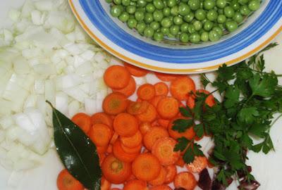Ingredientes para elaborar guisantes con zanahorias