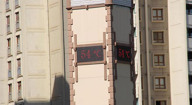 Diyarbakır'da termometreler 54 dereceyi gösterdi