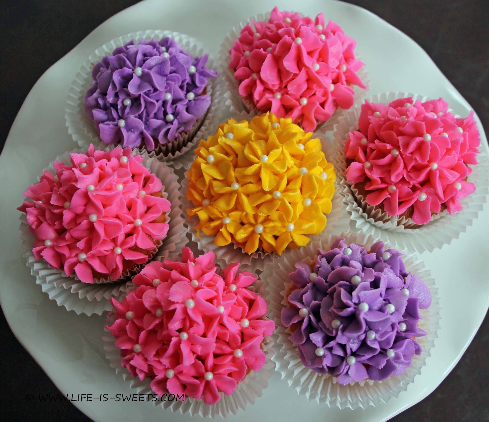 Life Is Sweets: Mother's Day Flower Bouquet Cupcakes