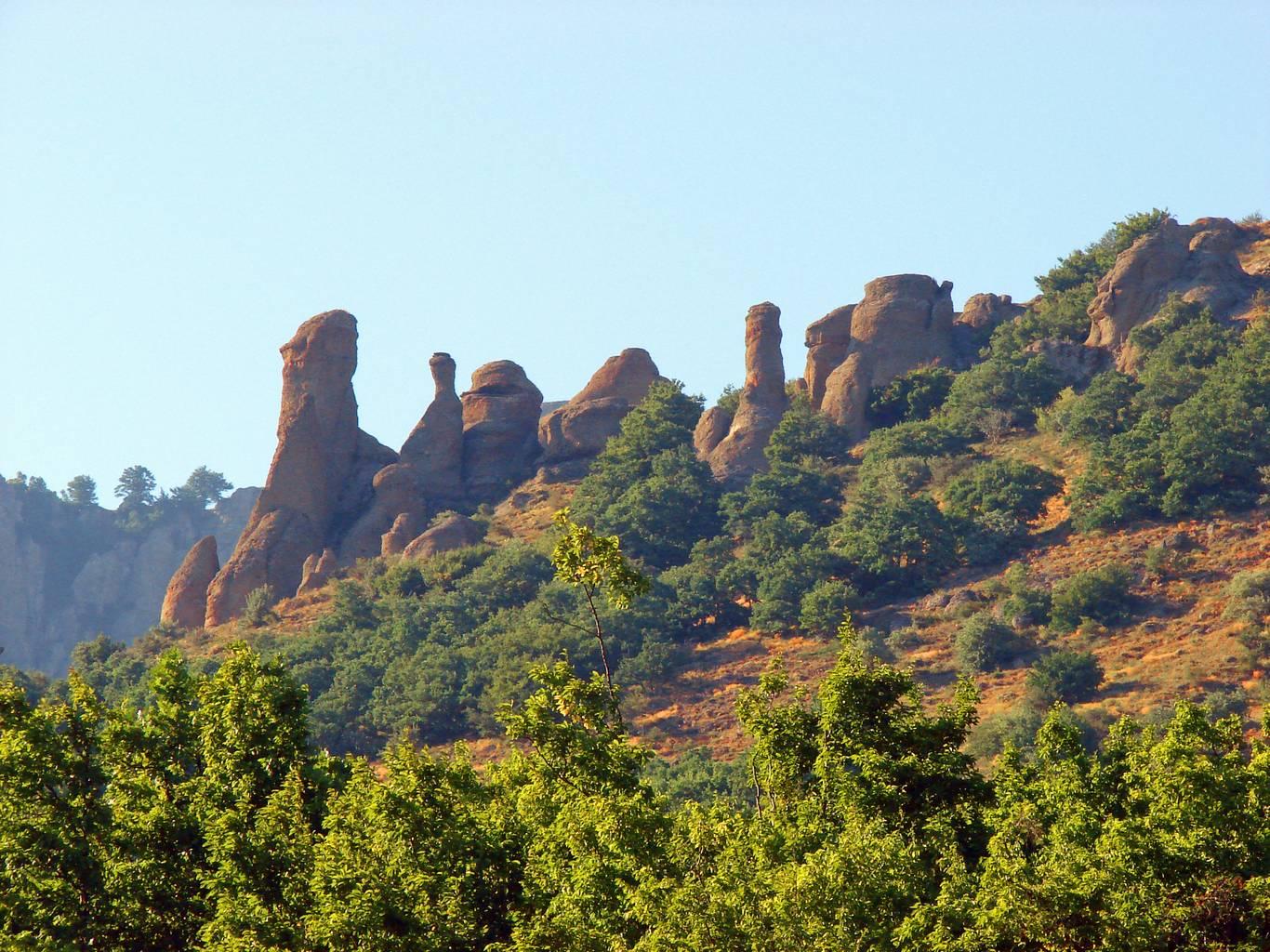 Демерджи, скалы в Долине привидений