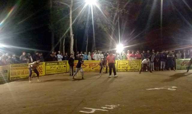 ইসলামপুরে সুপার স্টার নাইট সর্টপিচ ক্রিকেট টুর্নামেন্টের উদ্বোধন