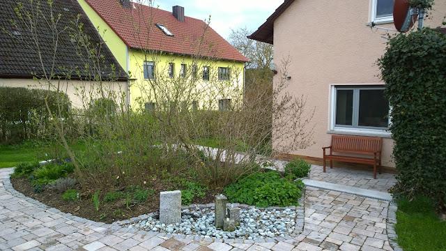 Beet mit Brunnen (c) by Joachim Wenk