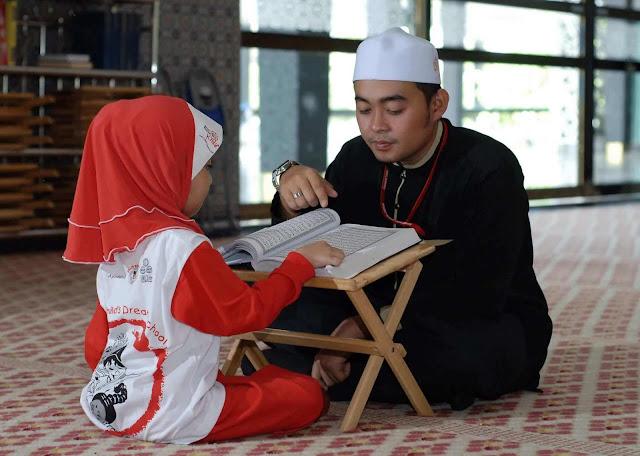 Keutamaan Mengajari Anak Membaca Al-Qur'an