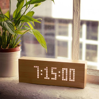 https://www.radbag.de/click-message-clock-aus-holz-mit-leds