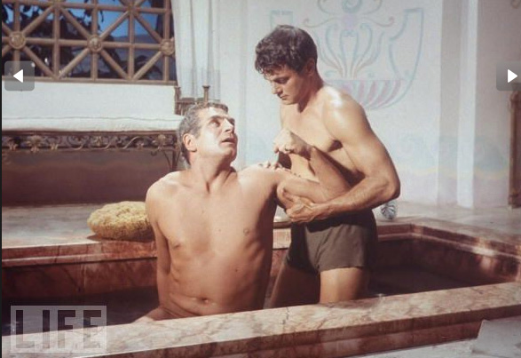 Laurence Olivier and Tony Curtis in the notorious bath scene in Spartacus (1960) movieloverreviews.filminspector.com