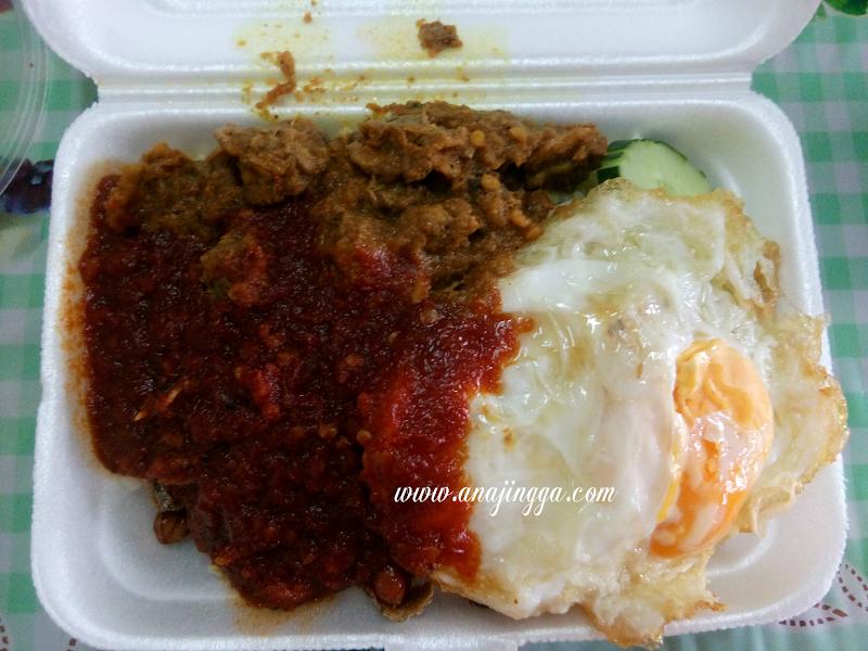 Nasi Lemak Rendang Kerang Cuma RM3.50 Sahaja