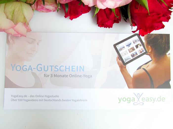 Unboxing: fem.box Fitness Box Dezember - 3 Monate YOGAEASY - Online Yoga Gutschein - 60.- Euro