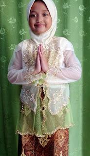 Contoh Kebaya Muslim Anak Perempuan untuk Hari Kartini Model Klasik