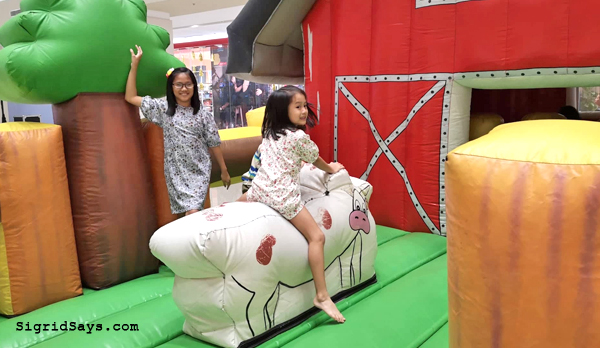 Ignite - Ignite 2019 - Ayala Malls Capitol Central - Bacolod mall- Bacolod blogger - inflatables - bouncing house