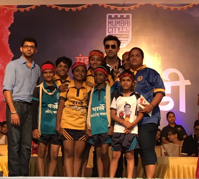 Pic 1- Ranbir Kapoor, Co-owner, Mumbai City FC and Aditya Thackeray, Head of Yuva Sena along with the prize-winning all-girl gang during the Mumbai City FC Dahi Handi Utsav at Shahaji Raje Bhosle Kreeda Sankul (Andheri Sports Complex – BKLP) on Janmashtami.