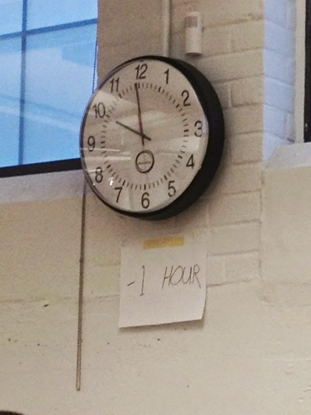 Que flojera bajar el reloj para ponerlo a la hora.