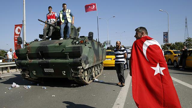 Militares turcos han aterrizado en Grecia y piden asilo político