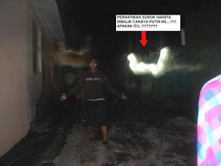 Kumpulan Foto Hantu 10
