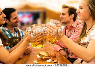 Pessoas beberam quase 7 milhões de litros de cerveja em 2014 na Oktoberfest
