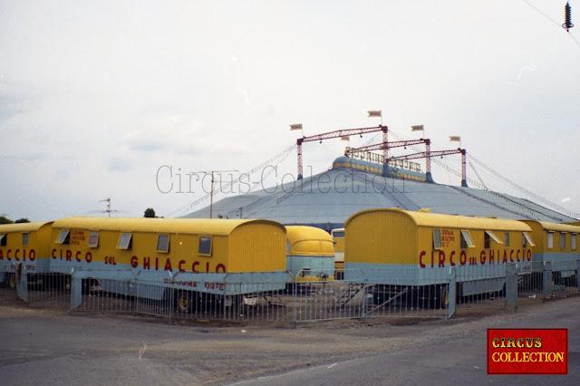 Rpilotte couchettes des employés du Cirque Moira Orfei