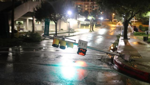 El huracán  Harvey se degrada a tormenta tropical mientras sigue en Texas